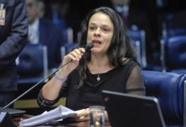 Janaína Paschoal deve ser vice de Bolsonaro