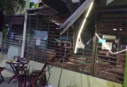 VEJA VÍDEO: Após encontrar Ex-namorada com novo paquera, homem fica enfurecido e destrói restaurante em CG