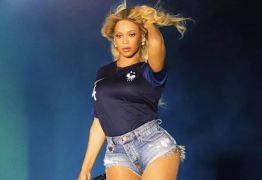 Beyoncé usa camisa da seleção francesa durante show em Paris após vitória na Copa do Mundo