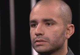 Soldado fala pela primeira vez após ter sido filmado beijando homem no metrô