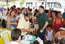 Após dar ordem de serviço de cinco novas praças, prefeito Luciano Cartaxo visita obras