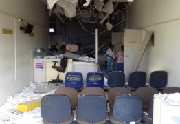 Bandidos explodem agência dos Correios e rede elétrica da cidade é atingida durante ação