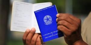 carteiras de trabalho poderao ser emitidas em agencias dos correios 300x149 - Brasileiro vai trabalhar 60 dias a mais para se aposentar, diz estudo