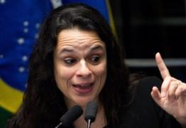 Janaína Paschoal se manifesta sobre derrubada de páginas no Facebook