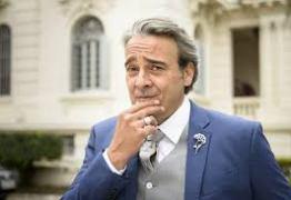 Travesti filmada com ator Alexandre Borges perde processo judicial