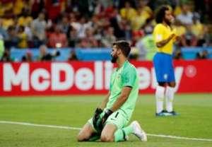 """goleiro alisson 300x208 - """"Vontade de Deus"""", diz Alisson sobre derrota do Brasil para Bélgica"""