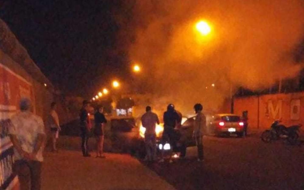 incendio - Homem confunde carro na entrada de motel com o da esposa, coloca fogo e deixa bilhete, Veja