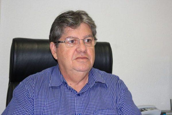 joao azevedo foto walla santos 800x534 - João vai pessoalmente ao TRE-PB formalizar o registro de sua candidatura, nesta quinta-feira