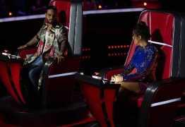 Após rumores de briga, Anitta posa ao lado de Maluma no 'La Voz México'