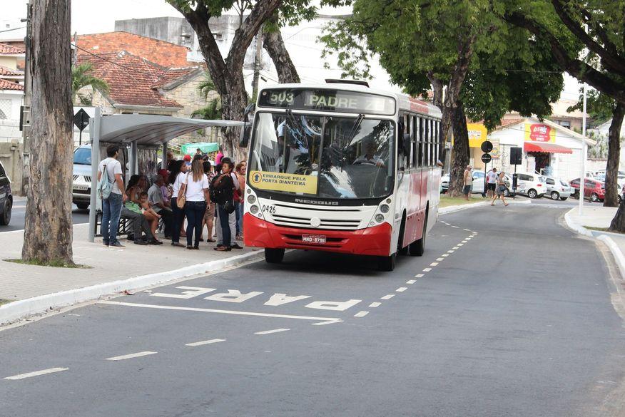 paradas de onibus walla santos2 - Frota de ônibus em João Pessoa terá redução de 25% no jogo do Brasil, confira a nota