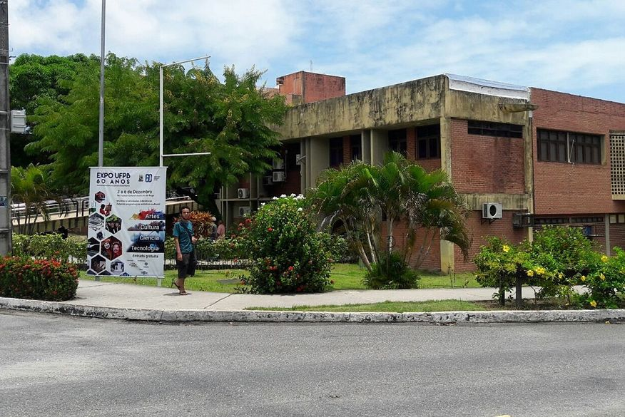 0001 ufpb - Homem faz arrastão em sala de aula no Campus I da UFPB em JP