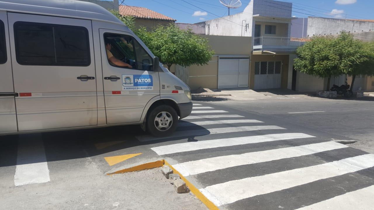 03f5fba2 5f80 4518 a183 2577d8a79621 - STTRANS implanta faixa de pedestre elevada em Patos