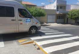 STTRANS implanta faixa de pedestre elevada em Patos