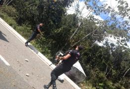 Polícia Militar prende suspeitos de assaltar e explodir carro-forte na BR-230