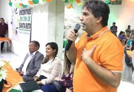 Deputado Genival Matias é recebido por moradores durante o evento 'Encontros pro Bem de Santa Rita'