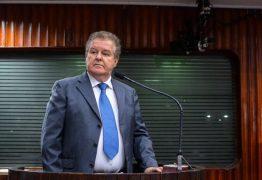 Médico Américo Cabral divulga carta de desistência da disputa a deputado estadual