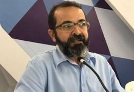 OUÇA: Tárcio se nega a 'furar fila' na sessão e reclama de constrangimento