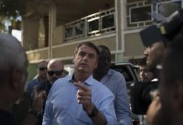Bolsonaro vai a enterro de militar morto em operação no Complexo do Alemão