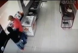 VEJA VÍDEO: Imagens de câmeras de segurança flagram assalto a restaurante em João Pessoa