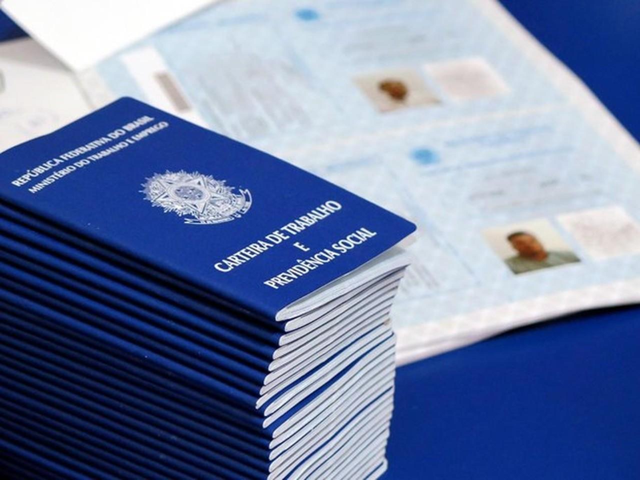 carteiradetrabalho1 - Nordeste é a região que mais perdeu empregos com carteira assinada este ano