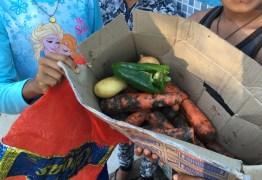 DESCASO: Crianças venezuelanas buscam comida no lixo em Pacaraima
