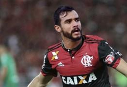 Em enquete, torcida do Flamengo pede Henrique Dourado como titular
