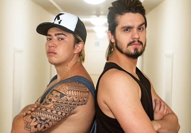 Luan Santana e Whindersson são 'flagrados' dormindo juntos de conchinha e foto viraliza na internet