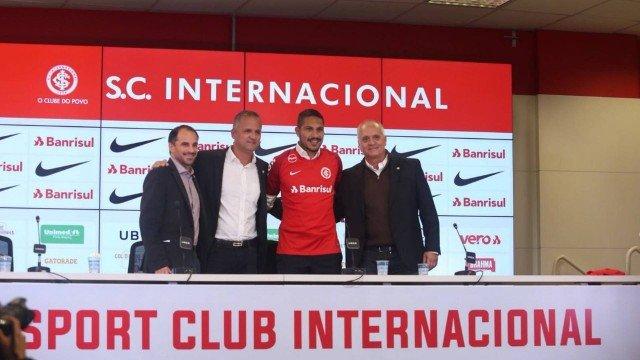xguerrero colorado.jpg.pagespeed.ic .ueLoW 54hI - Guerrero é apresentado pelo Inter e agradece por recepção calorosa: 'Não tem preço'