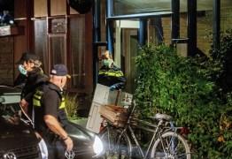 Polícia prende 7 e frustra ataque terrorista; Suspeitos tinham cinturões de explosivos e fuzis AK-47
