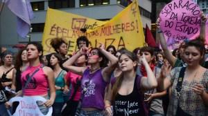 1536768048 321164 1536781893 noticia normal recorte1 300x168 - A REJEIÇÃO TOMA FORMA NAS REDES: mais de um milhão de mulheres contra Bolsonaro