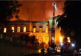 Após mais de 6 h, bombeiros controlam incêndio no Museu Nacional no Rio