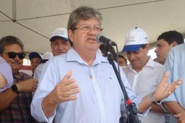 João Azevedo participa de comício na cidade de Picuí