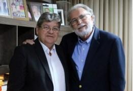 João Azevêdo é recebido pelo pastor Estevam Soares