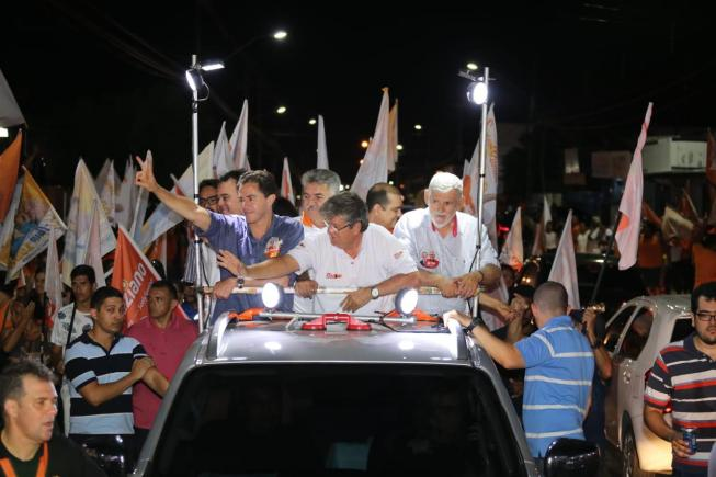 """WhatsApp Image 2018 09 26 at 10.03.26 300x200 - """"O povo vai continuar no poder em 2019"""", diz João durante caravana em JP"""