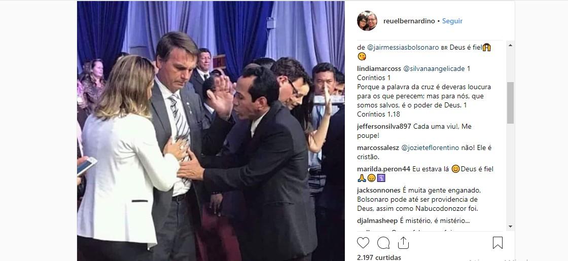 Profecia? Foto de pastor orando pelo abdômen de Bolsonaro antes do atentado revela providência divina