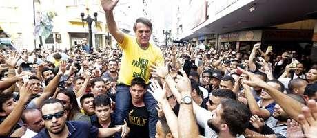 bolsonaro juizde fora camisa samarela esfaqueado - VEJA VÍDEO: 'Eu tô botando o meu na reta por vocês', afirma Bolsonaro em entrevista antes de sofrer ataque