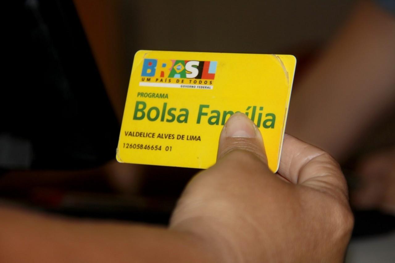 cartao bolsa familia - Temer volta atrás e recompõe R$ 15 bilhões do Bolsa Família