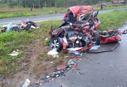 Duas pessoas morrem em grave acidente entre carro e caminhão