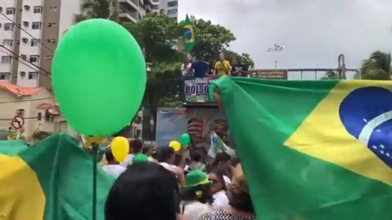 img 797x4482018 09 23 17 04 11 31637 - Ato pró-Bolsonaro toca paródia que compara mulheres a 'cadelas' e causa revolta nas redes - VEJA VÍDEO