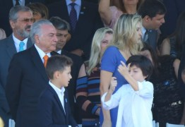 Michelzinho Temer faz gesto imitando arma durante Sete de Setembro