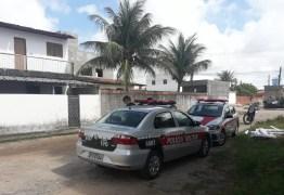 NO BAIRRO DE MANGABEIRA: Irmão esquizofrênico esfaqueia caçula enquanto dormia