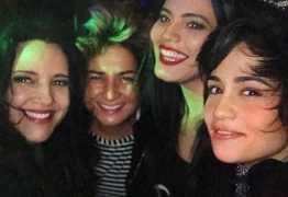 Nanda Costa posa ao lado de namorada, Ana Carolina e Letícia Lima