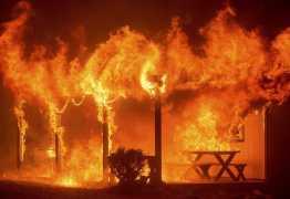 Jovem tem 80% do corpo queimado após incêndio; namorado é suspeito