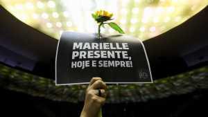 naom 5aabf80bb15a0 1 300x169 - Telão circula pelo Rio com a pergunta 'Quem matou Marielle?'