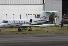 Avião com candidato Jair Bolsonaro chega a São Paulo