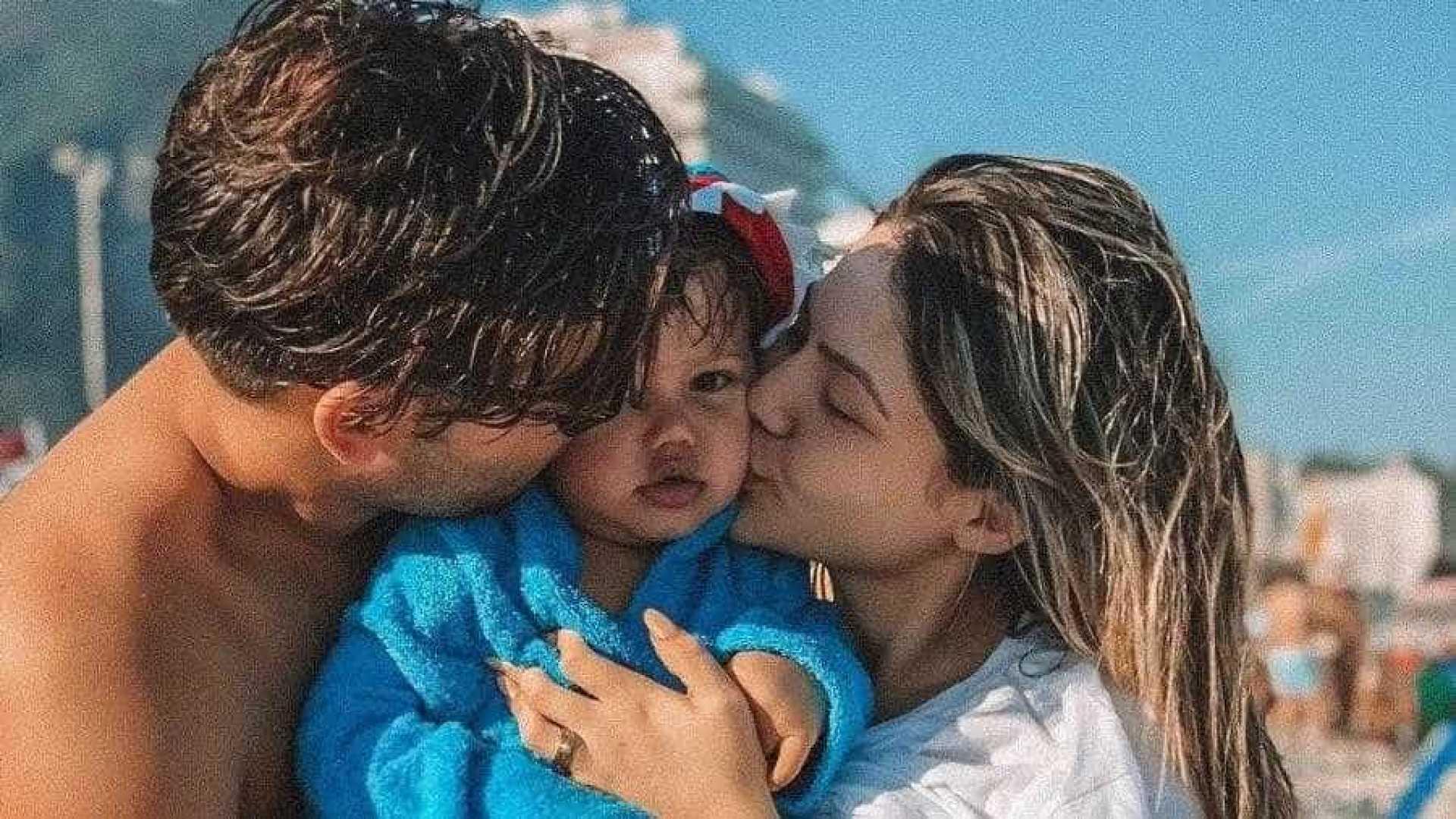 naom 5bae7c4c8e2b4 - Após perdoar traição, Sarah Pôncio posa grávida ao lado do filho e do marido, veja
