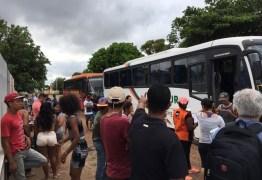 Grupo de venezuelanos deixa Roraima após mortes de brasileiro e imigrante