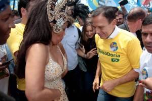15406739885bd4d1c48f81f 1540673988 3x2 lg 300x200 - Na véspera da eleição, Doria samba e reclama de 'campanha suja'