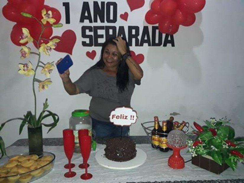 1ano separada - FELIZ! Mulher faz festa de aniversário para comemorar separação