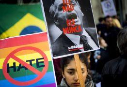 Brasileiros no exterior protestam contra ditadura e pela democracia